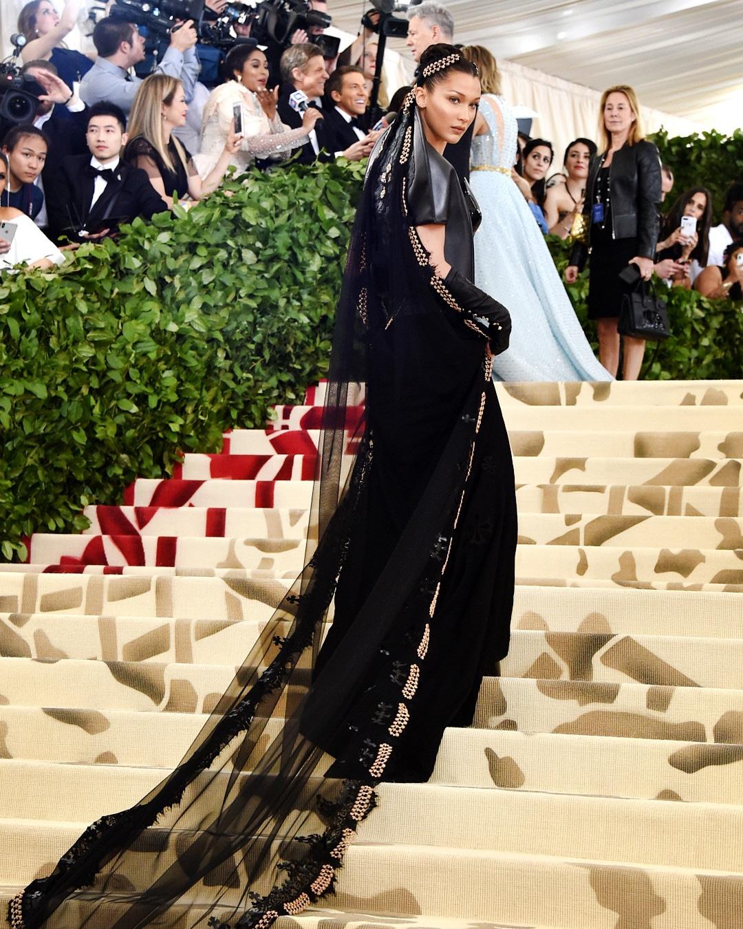 ESC: Bella Hadid, Best Dressed