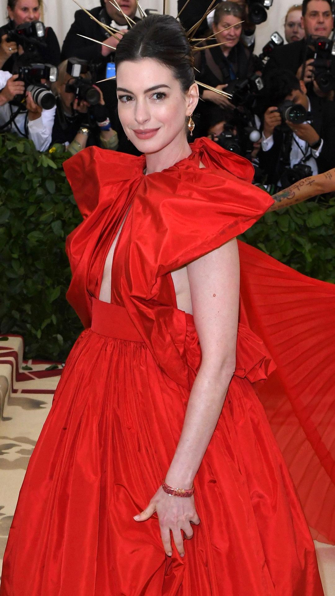 Anne Hathaway, 2018 Met Gala, Red Carpet Fashions