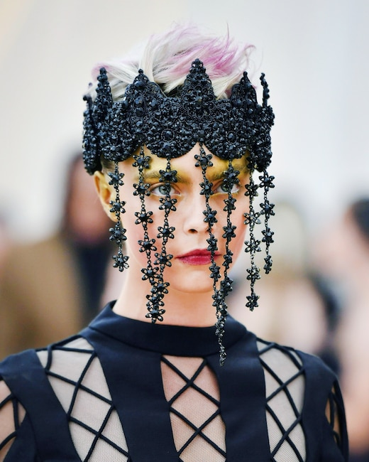 ESC: Cara Delevingne, Met Gala 2018, Head Pieces
