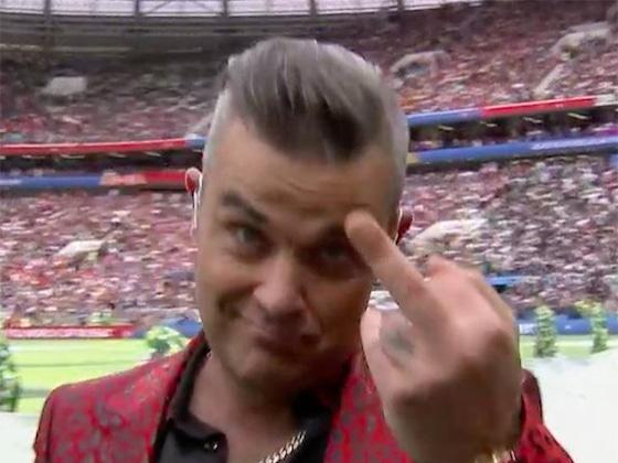 Robbie Williams fait un doigt d'honneur à la caméra en pleine cérémonie du Mondial 2018