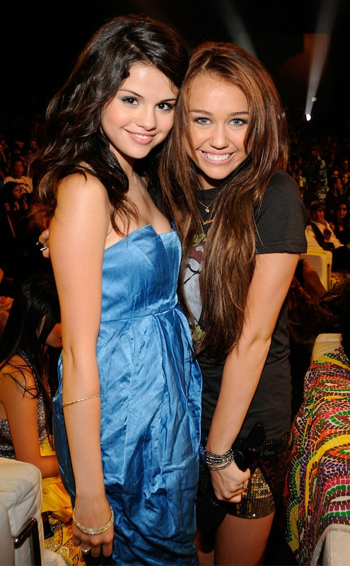 06ddb2d6 Miley Cyrus Defends Selena Gomez After Stefano Gabbana Calls Her