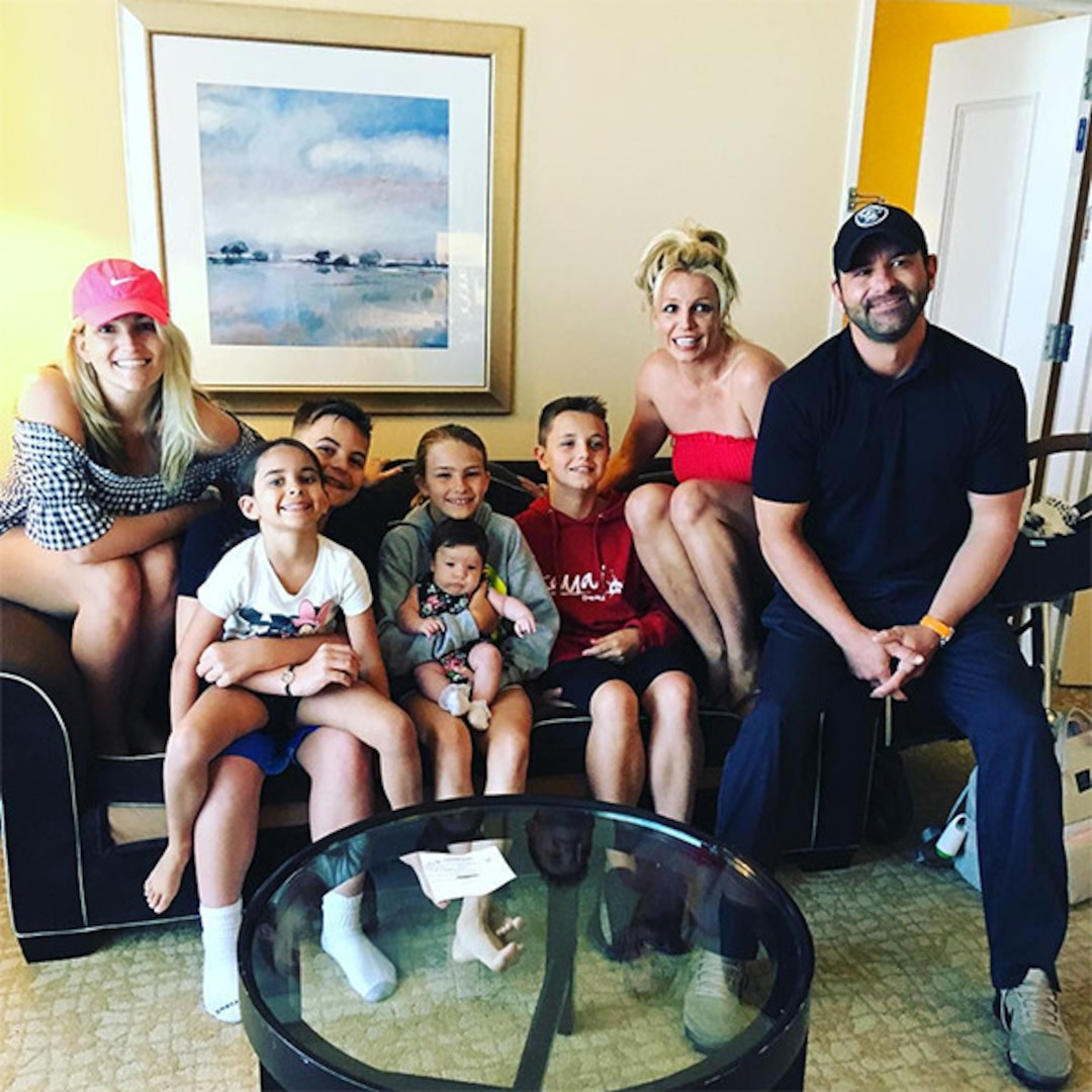 Britney Spears, Jamie Lynn Spears and Kids Pose for Family ...