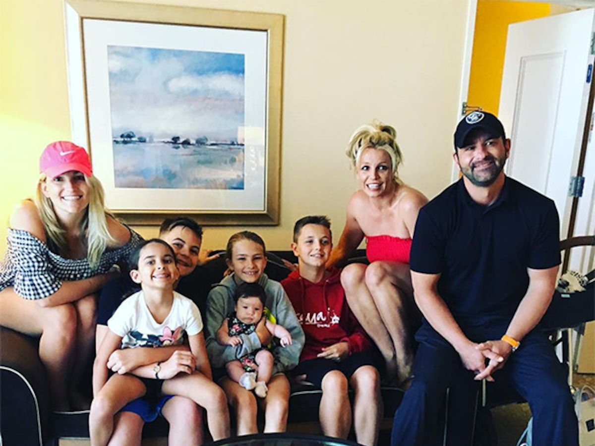 Britney Spears, Jamie Lynn Spears and Their Kids Pose for Sweet Family Photo