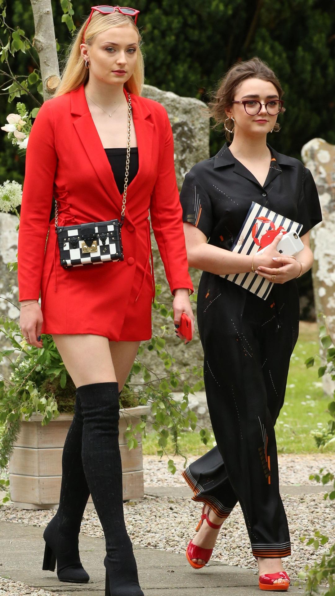Rose Leslie, Kit Harrington, Wedding, Sophie Turner, Maisie Williams