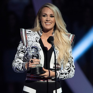 Carrie Underwood, 2018 Radio Disney Music Awards, Stage