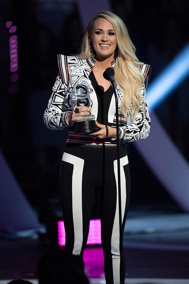 Carrie Underwood, 2018 Radio Disney Music Awards, Stage