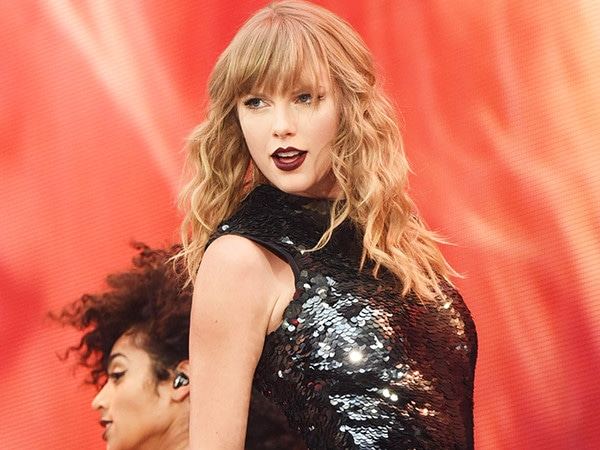 Watch Taylor Swift Handle a Concert Malfunction Like a Pro During <i>reputation</i> Tour