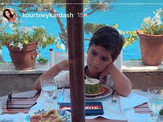 Kourtney Kardashian est rejointe par ses enfants au cours de ses vacances avec Younes Bendjima