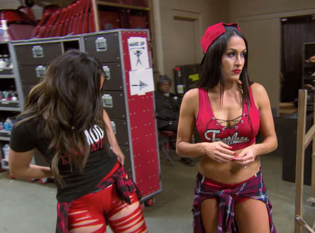 Nikki Bella, Brie Bella, Total Bellas 304