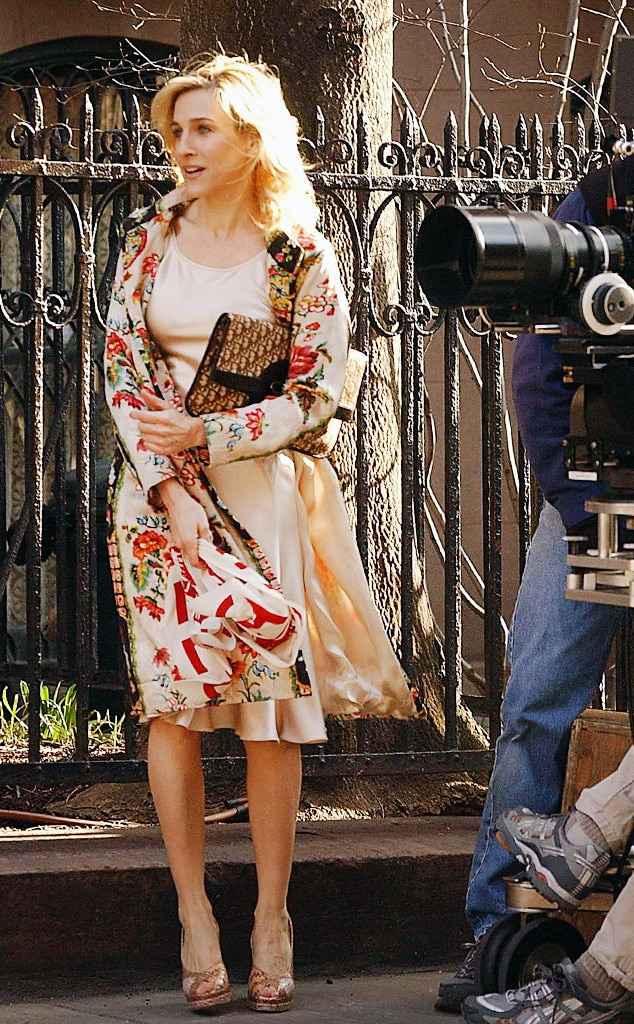 Gucci Crop Top W Denim Jeans And Converse Roblox Foto De Carrie Bradshaw Gucci Belt Bag Off 77 Best Deals Online