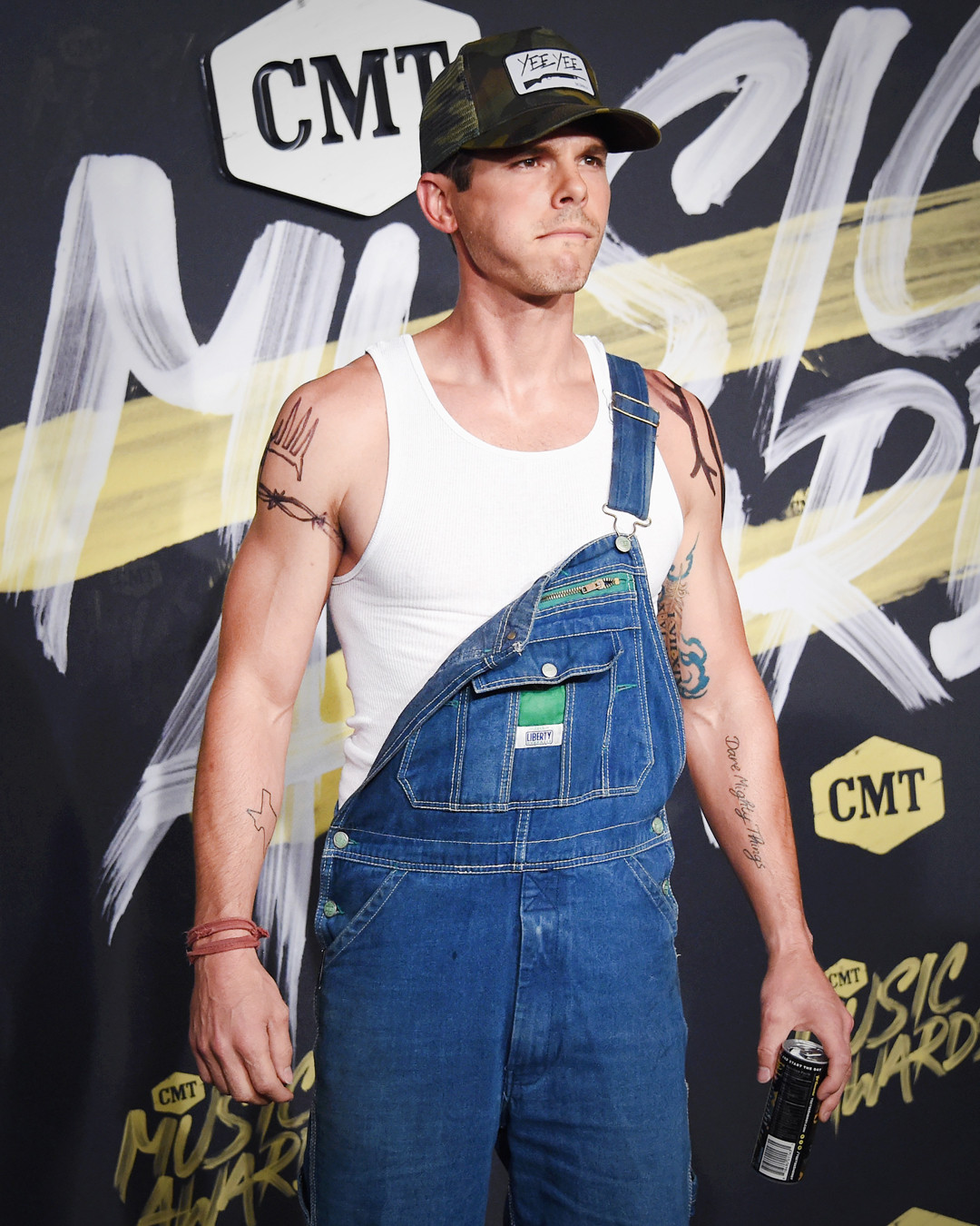 Stars that took a fashion risk on the cmt music awards for How many country music awards are there