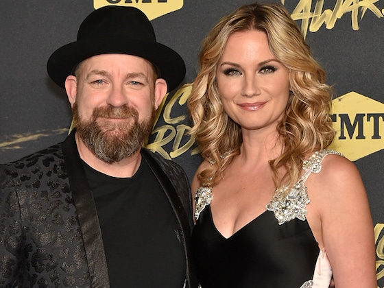 """Sugarland Teases """"Babe"""" Music Video With Taylor Swift at 2018 CMT Music Awards"""