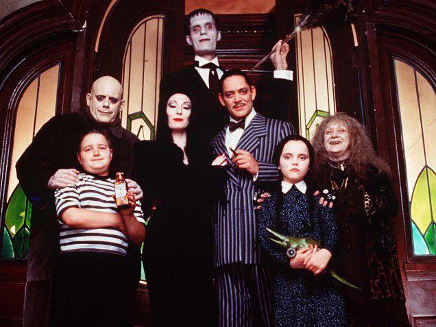 Chloe Grace Moretz Y Finn Wolfhard Protagonizan La Nueva Version De Los Locos Addams E Online Latino Ar