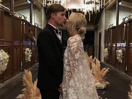 Dans les coulisses du mariage glamour de Kaley Cuoco et Karl Cook dans un ranch