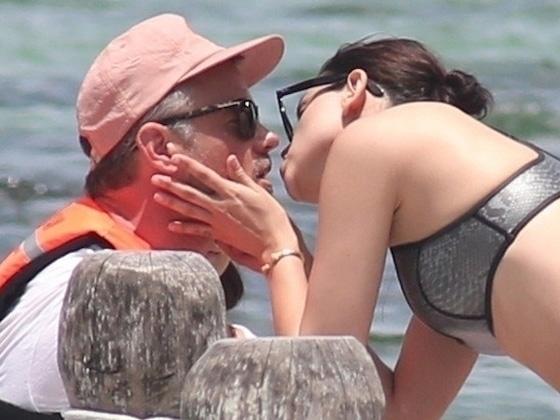Josh Duhamel et Eiza González s'embrassent au Mexique