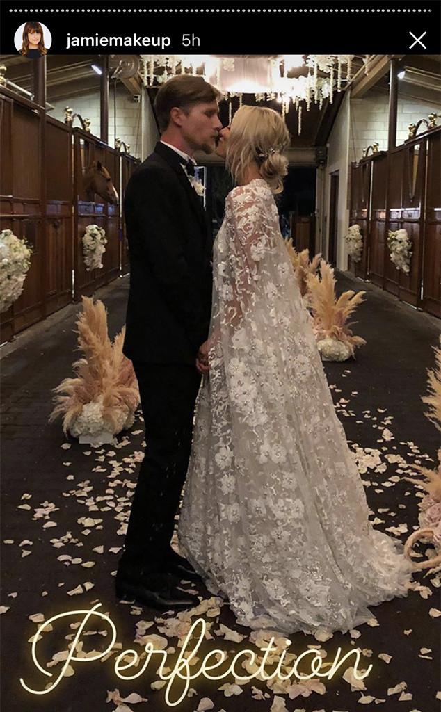 f56c8f07e6 Dans les coulisses du mariage glamour de Kaley Cuoco et Karl Cook dans un  ranch | E! News France