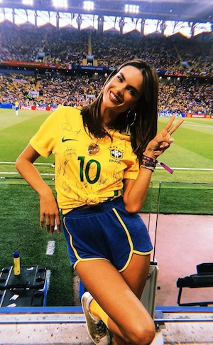 Alessandra Ambrosio, Instagram, celeb World Cup fans