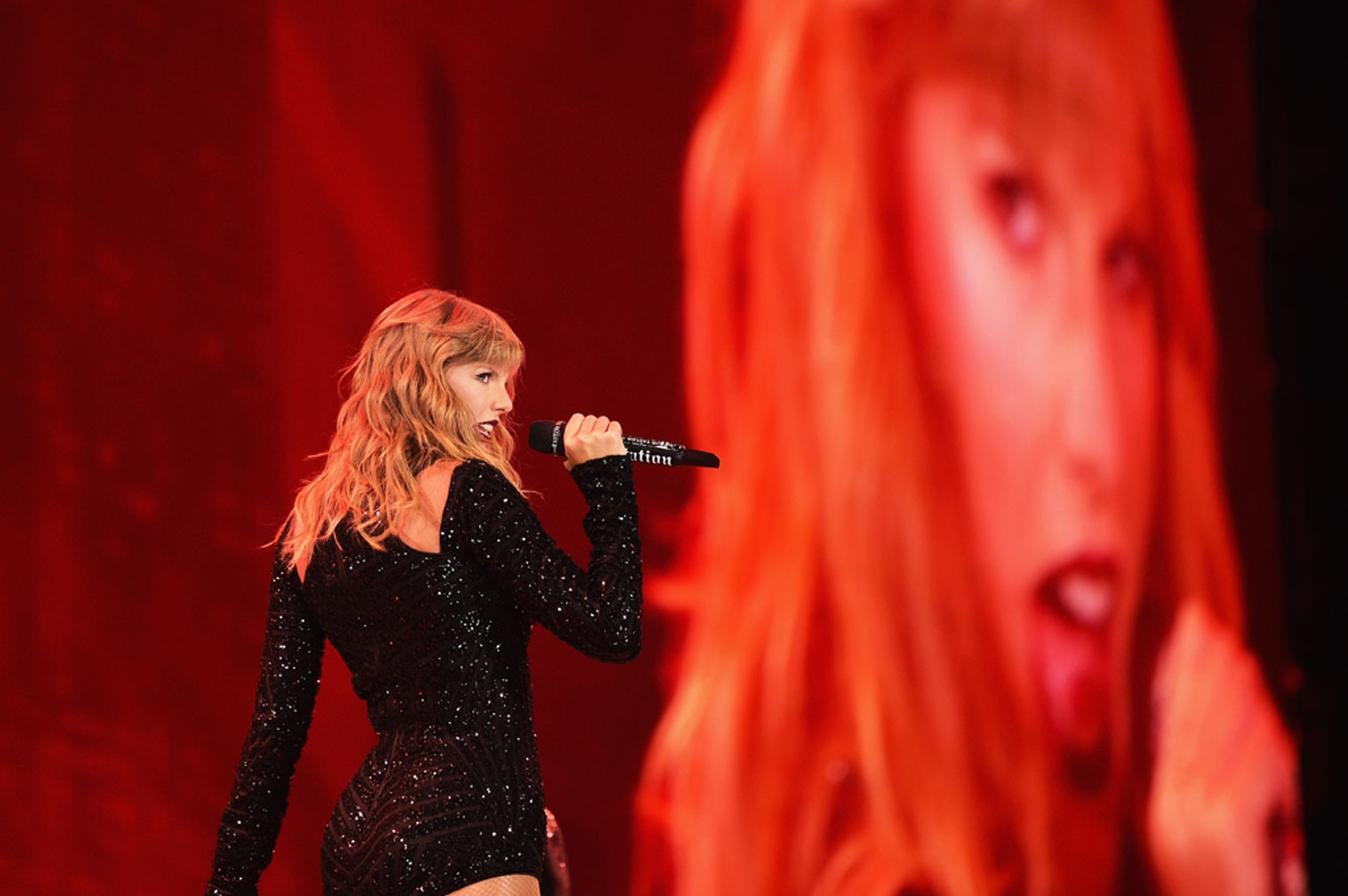 Taylor Swift -  Seeing red!