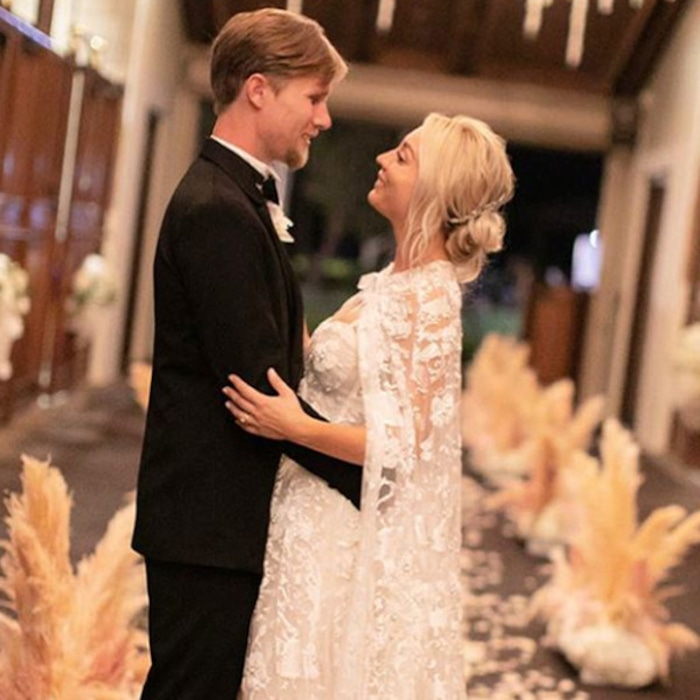 Kaley Cuoco S Wedding Dress Took 400 Hours To Make All The Details On Her Custom Bridal Look E News