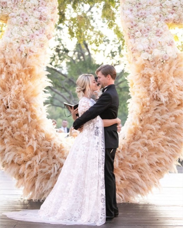 Kaley Cuocos Wedding Planner Takes You Inside the Stars Oneofa