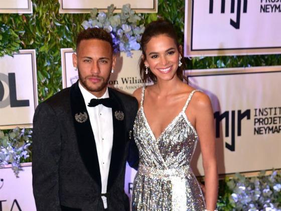 Saiba quanto o Instituto de Neymar arrecadou em leilão com ajuda de Bruna Marquezine