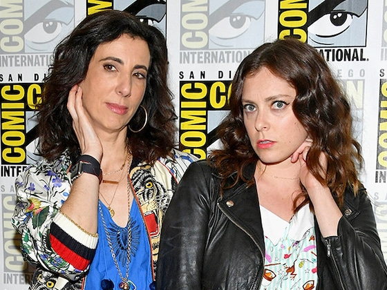 <i>Crazy Ex-Girlfriend</i>'s Rachel Bloom Answers Questions About the Final Season in Song (And Things Take a Turn)