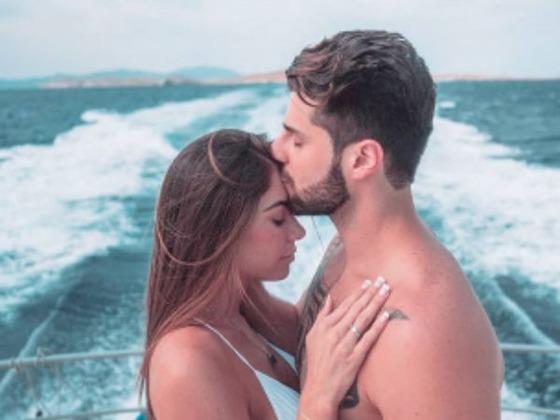 Alok anuncia em show que Romana Novais está grávida