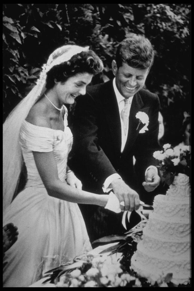 Jackie kennedy wedding dress to onassis