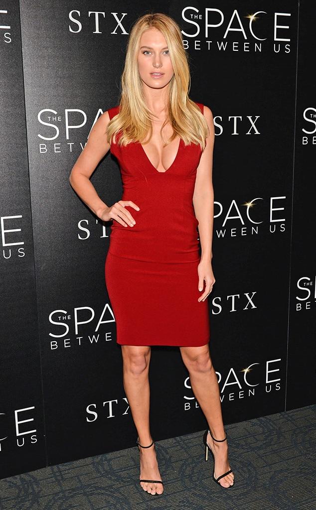 Caroline Lowe, Model Squad, Red Carpet Looks