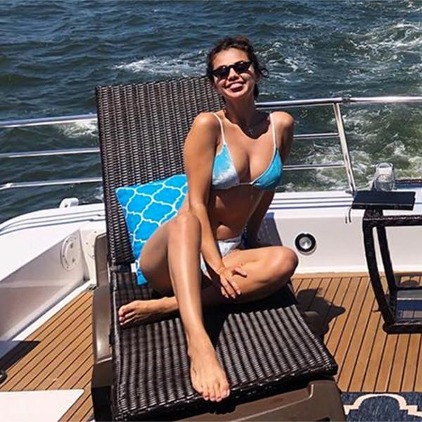 Selena Gomez, Theresa Mingus, Boat