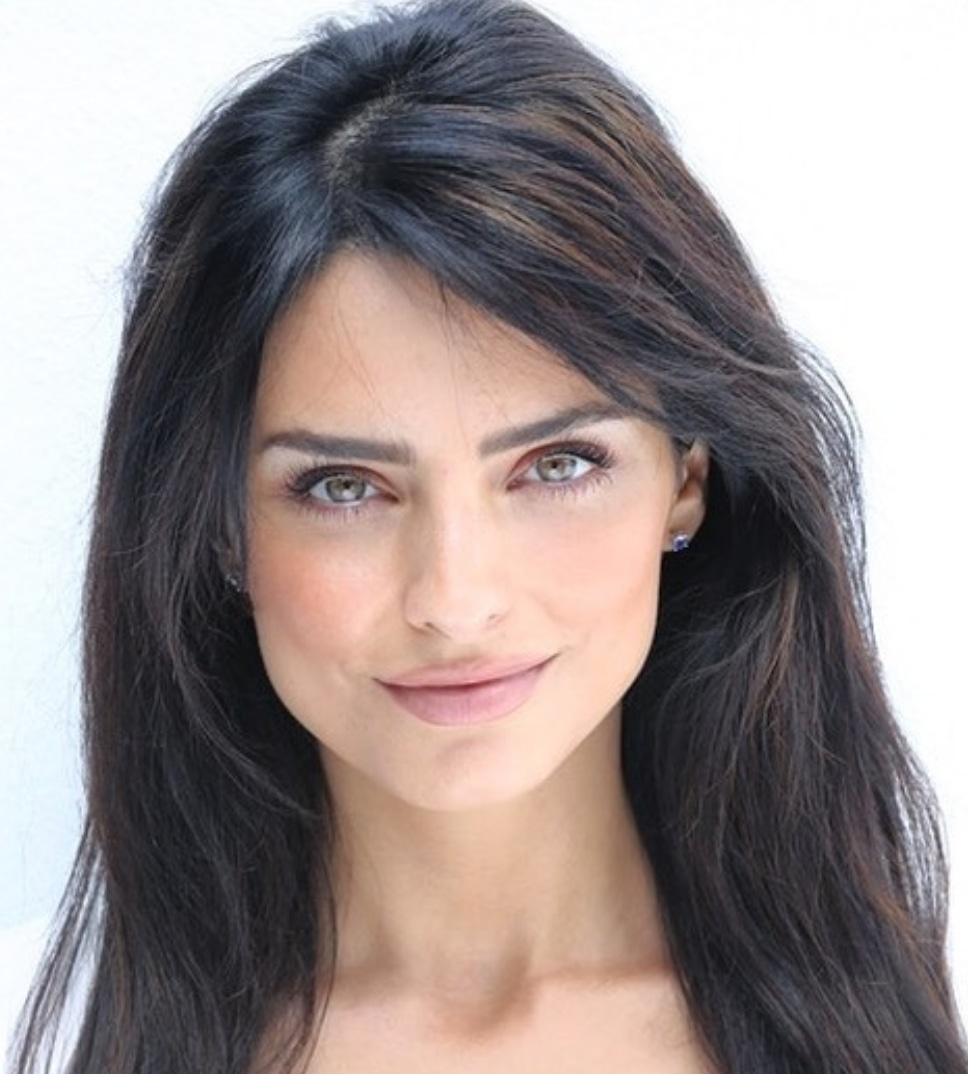 Aislinn Derbez, Estefania Ahumada