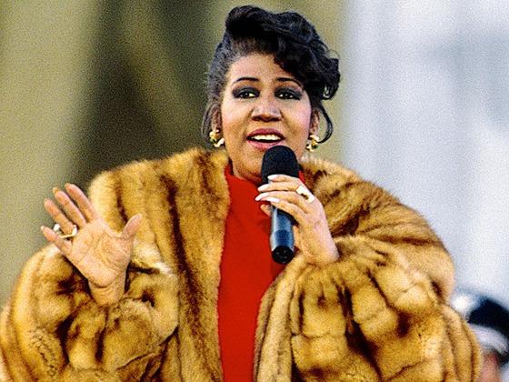 Hommage à Aretha Franklin avec les 10 plus grands tubes de la reine de la soul
