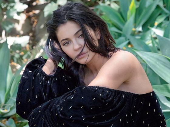Kylie Jenner habla sobre la maternidad y revela si vive o no con Travis Scott