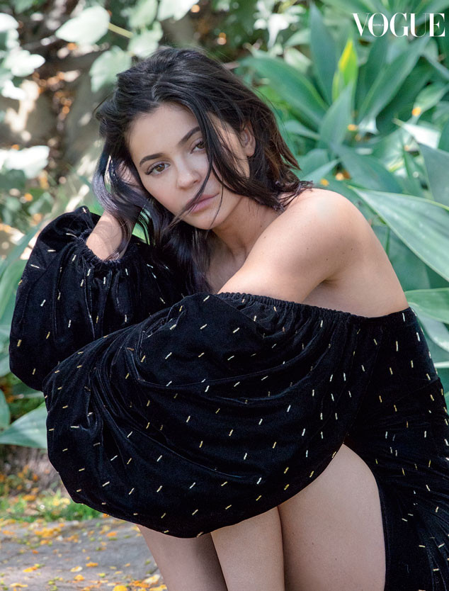 Kylie Jenner juga mengaku ia lebih mencintai dirinya sendiri dan lebih positif (dok. Vogue)