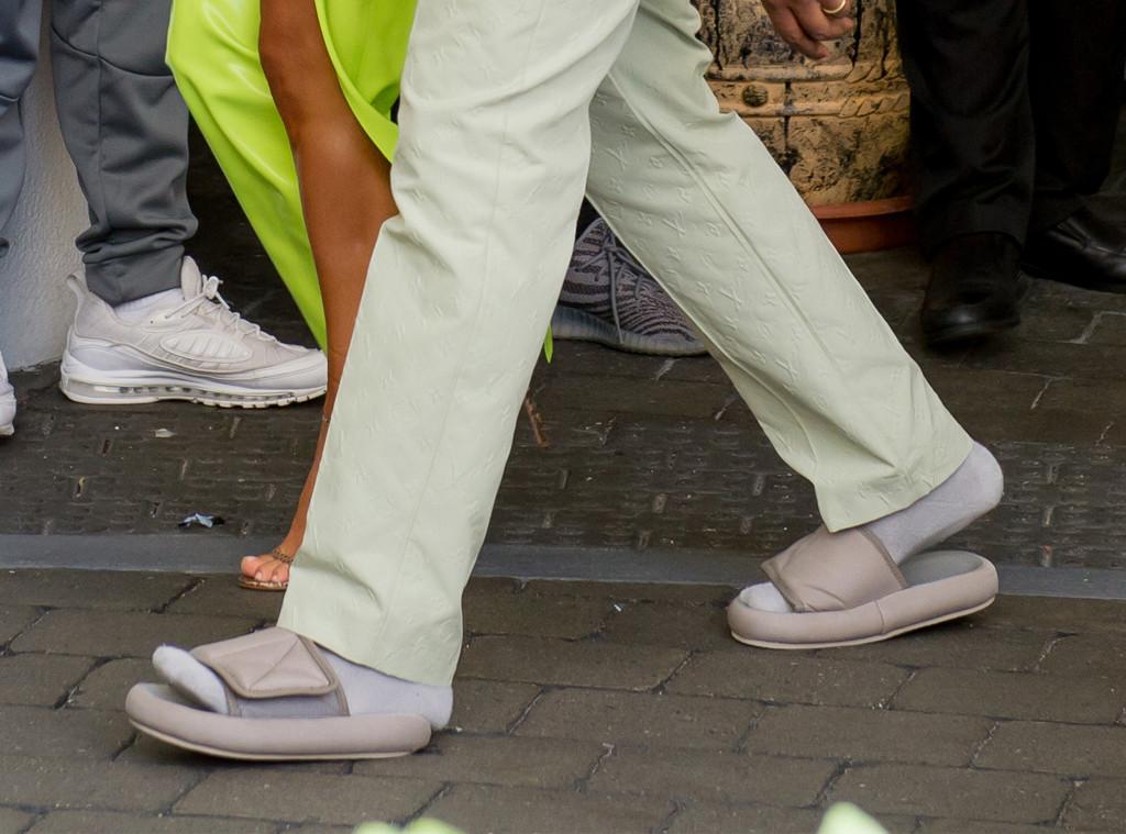 Kanye West, Slides