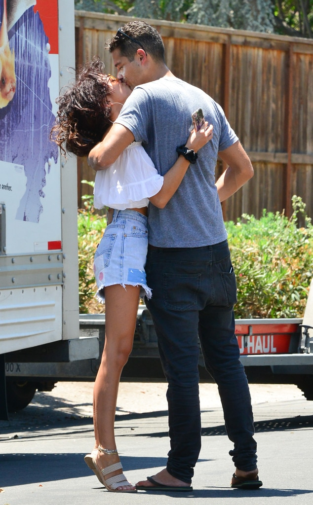 Sarah Hyland & Wells Adams -  Welcome home! The  Modern Family  actress  greets her boyfriend with a kiss  after he drove from Nashville to L.A. so they could move intogether.