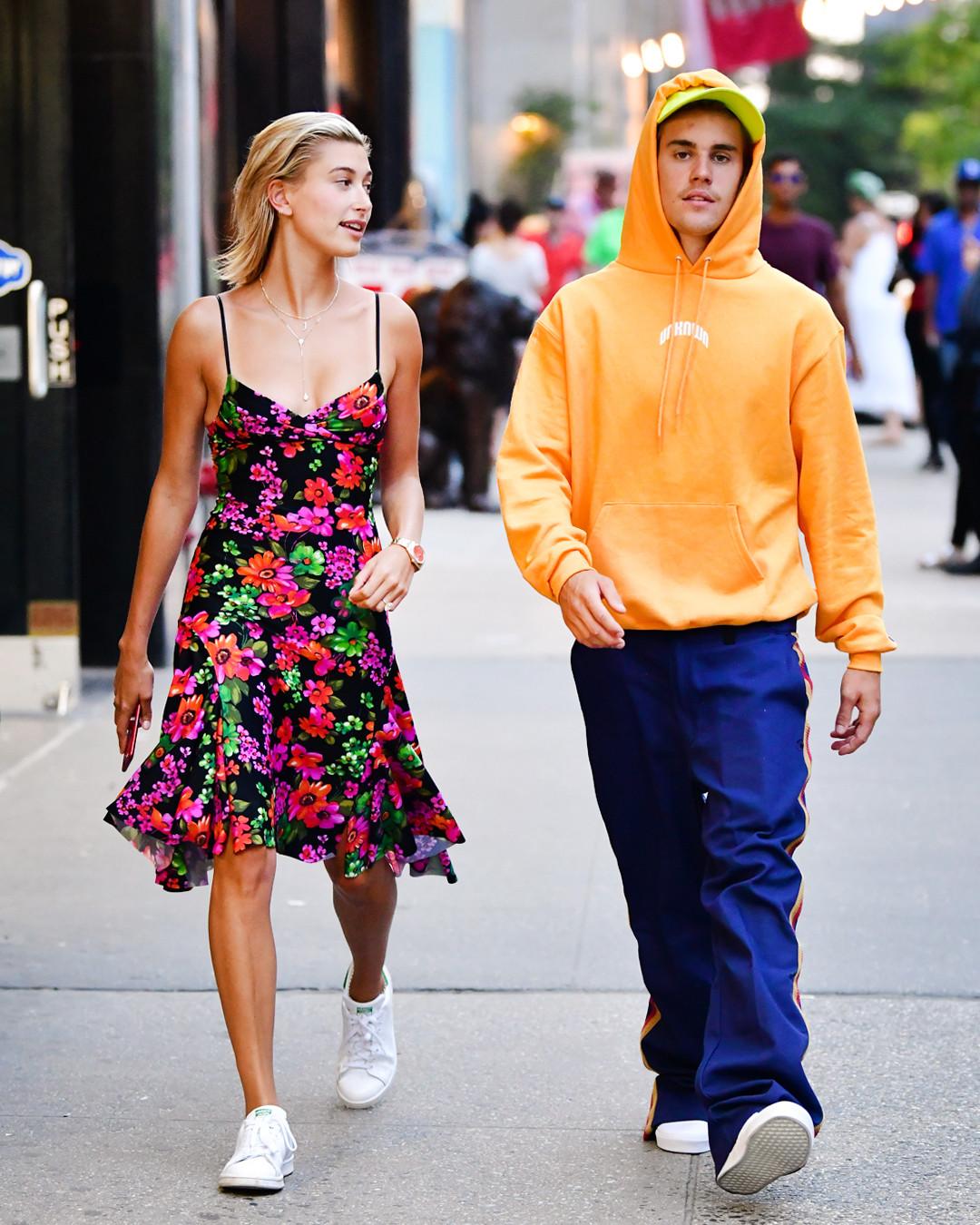 ESC: Hailey Baldwin, Justin Bieber