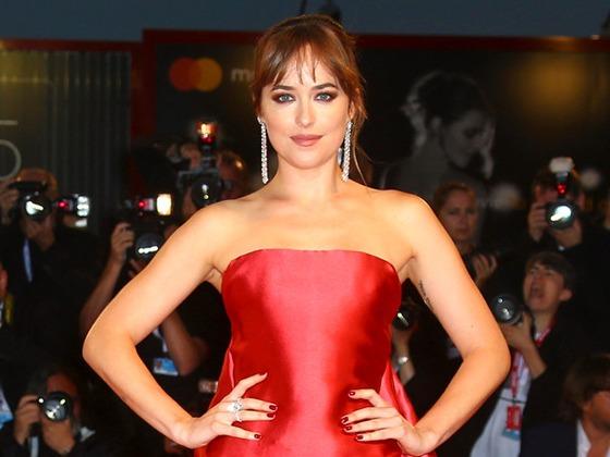 Dakota Johnson diz que ficou distraída com corpo de Chris Hemsworth em set