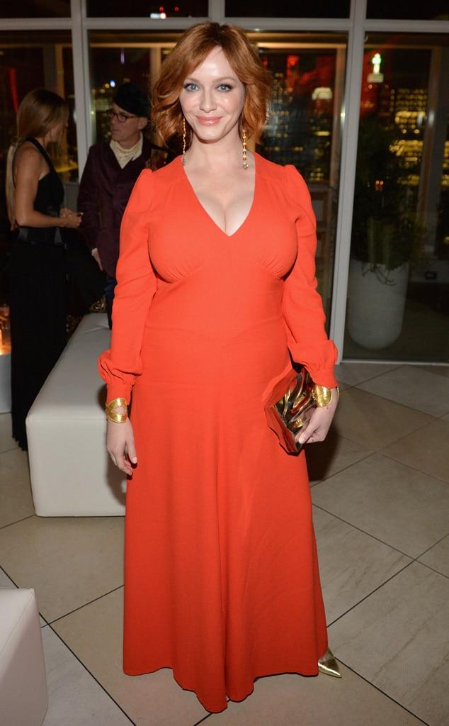 Christina Hendricks en une robe de soirée longue orange à manche longue