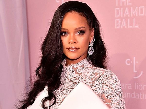 Rihanna Declined Super Bowl Halftime Show in Support of Colin Kaepernick: Reports