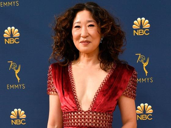 Sandra Oh Gushes Over Jessica Biel on 2018 Emmys Red Carpet