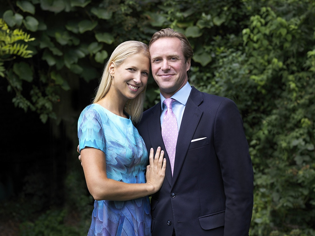 Buckingham Palace announces engagement
