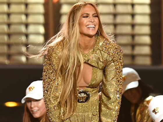 Jennifer Lopez Perfectly Recovers After Falling Onstage