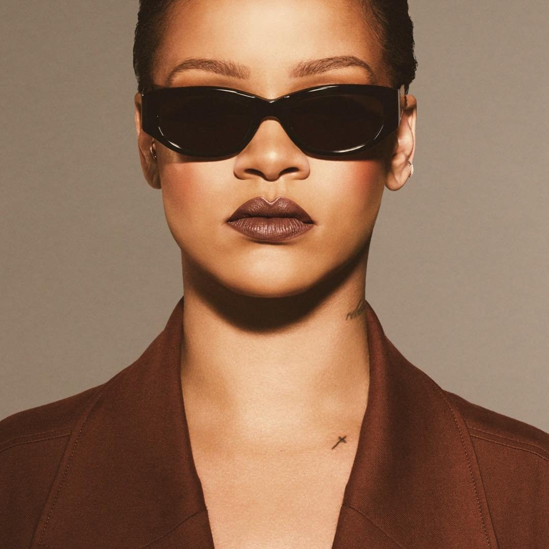 ESC: October Beauty, Rihanna
