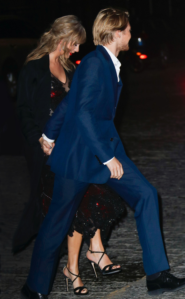 634 joe alwyn.cm.929182 - Taylor Swift Quietly Joins Joe Alwyn at His Movie Premiere