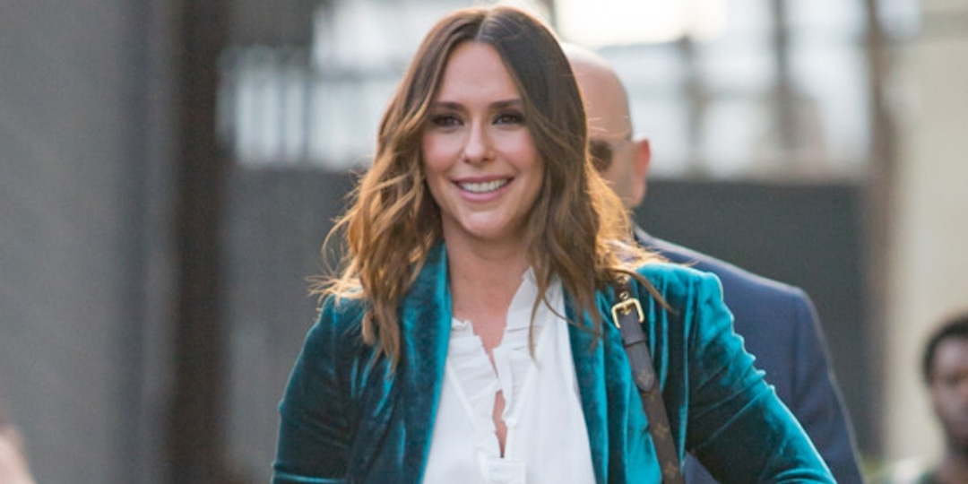 """See Jennifer Love Hewitt and Newborn Baby Pose for Adorable """"Fall Vibes"""" Photo - E! Online.jpg"""