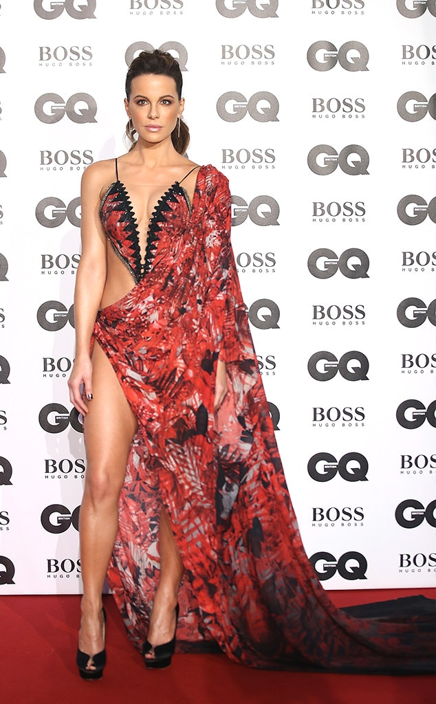 Kate Beckinsale -  The  Aviator  actress donned a red ensemble for the big event.