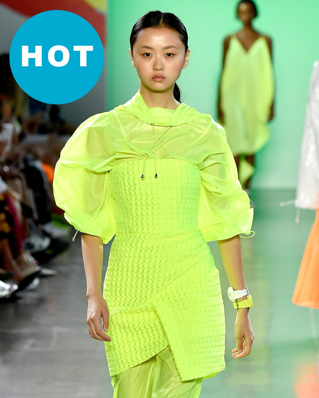 Trend: Neon Colors from Paris Hilton Decides Whether the Most