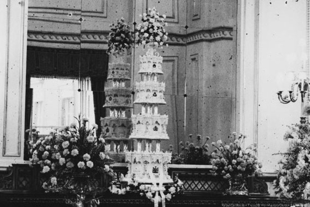 Queen Elizabeth Ii Prince Philip From Royal Wedding Cakes E News