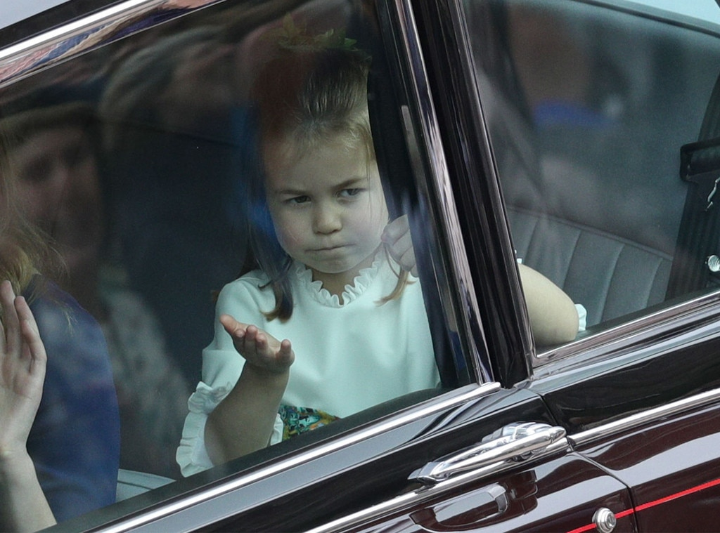 Princess Charlotte, Princess Eugenie Royal Wedding, Car, Blow Kiss
